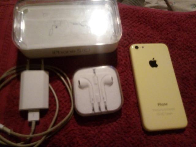 Iphone 5c 8g amarelo novíssimo sem risco algum - Foto 2