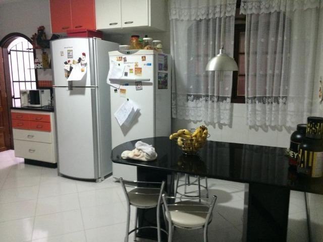 Linda casa triplex, 3 quartos, 3 vagas de garagens, Piscina e churrasqueira - Foto 3