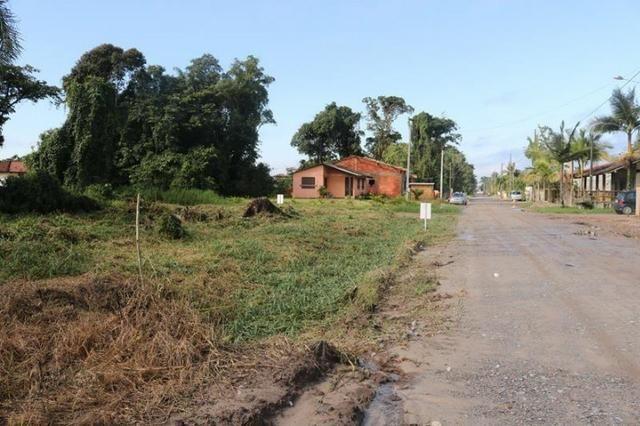 Terreno de esquina medindo 384 m² localizado na praia da Barra do Saí !! - Foto 4