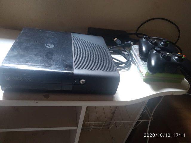 vendo Xbox 360 zero completo dos controles três jogos islim