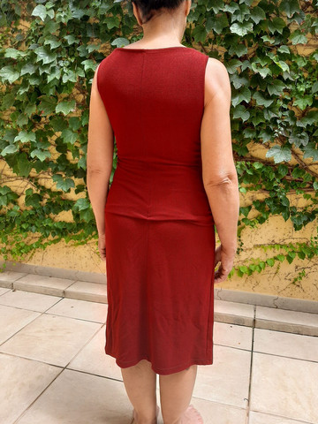 Vestido vinho com bordado - Foto 6
