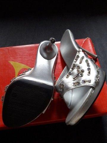 Salto para cas/festas c brilhos cor prata usado poucas vezes tam 35...zap *