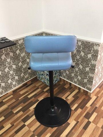 Cadeira de corte infantil barbearia  - Foto 4