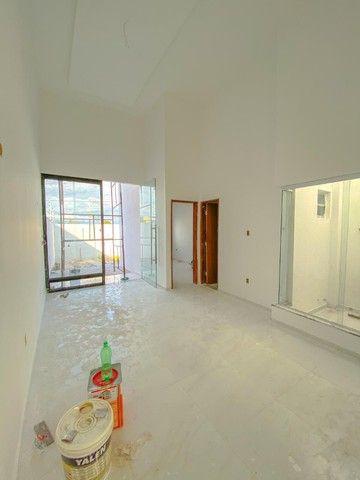 Casas de 2/4 com suíte, pé- direito duplo, fachada moderna, pronta para morar! - Foto 5