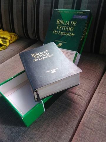 Biblia de estudo novinha