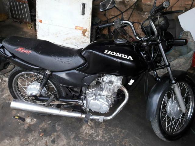 Vende-se uma moto preta tá em dia pro 3900