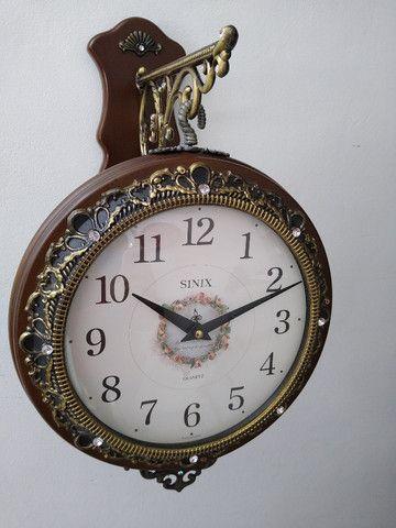 Relógio de estação dupla face