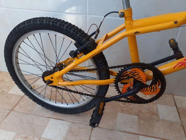 Vendo bicicleta, linda!!! Só buscar e andar!!! - Foto 3