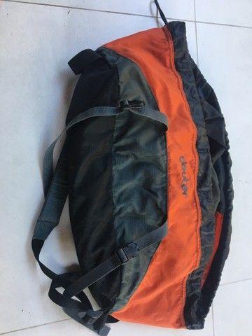 Bolsa para corda de escalada.