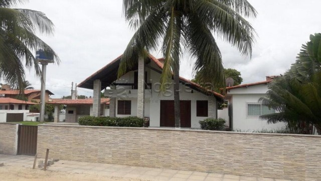 Casa com 5 quartos sendo 3 suítes, em Serrambi.