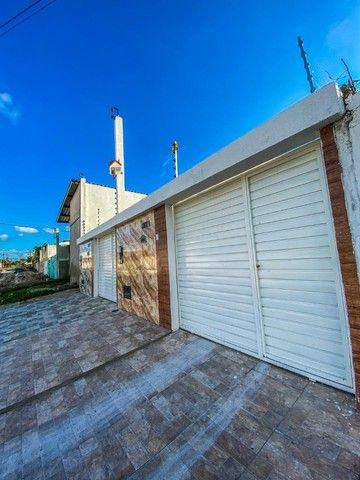 Casas de 2/4 com suíte, pé- direito duplo, fachada moderna, pronta para morar!