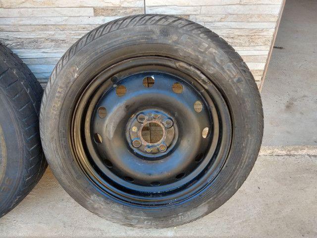 Jogo de rodas 14 de ferro semi novas originais do fiat pálio - Foto 4