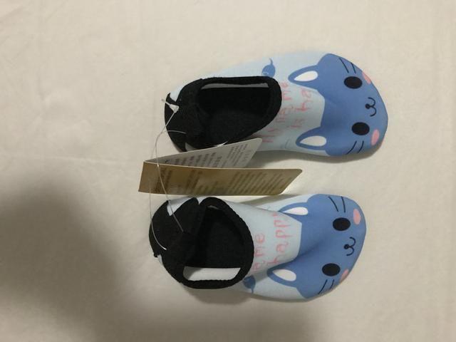 Sapato de bebê para agua, com etiquetas