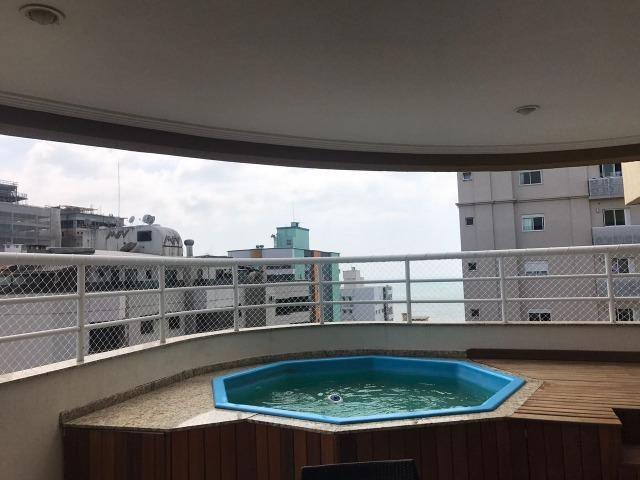 Com piscina privativa e sacada gourmet, cobertura duplex mobiliada à venda em Meia Praia - Foto 11