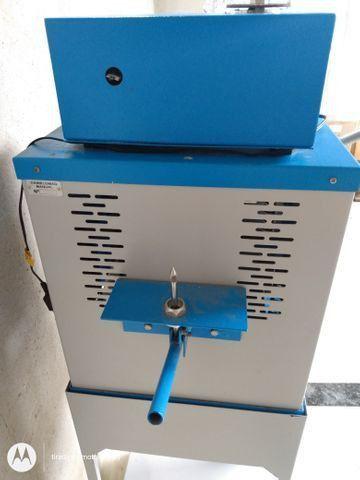 Vendo máquina de chinelo - Foto 2