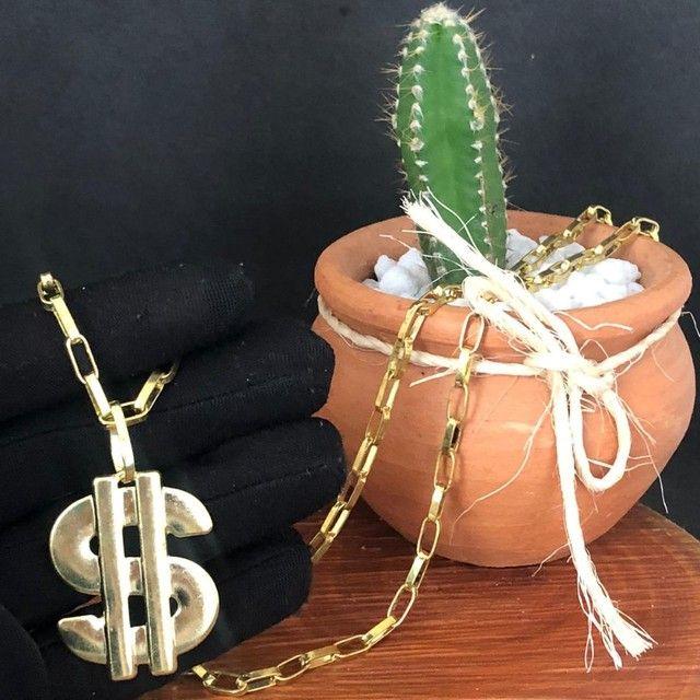 Corrente de moeda antiga e pingente