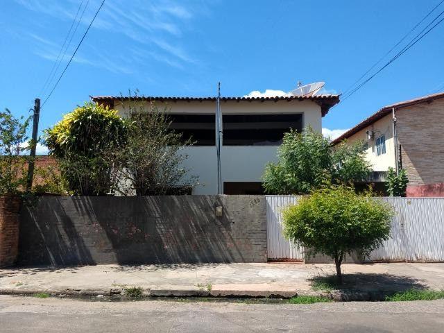 Casa Espaçosa Com Muitos Quartos - Foto 3
