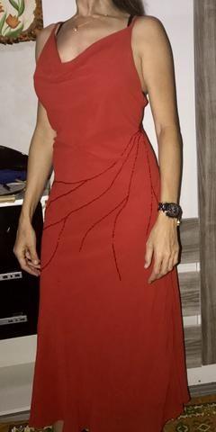 Vestido longo, vermelho, clássico. Elegância e sensualidade!
