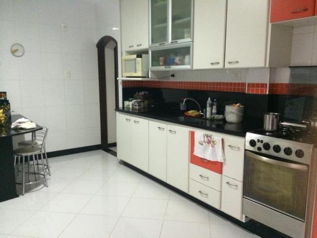 Linda casa triplex, 3 quartos, 3 vagas de garagens, Piscina e churrasqueira - Foto 2