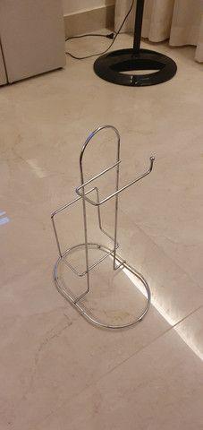Suporte de piso para papel higiênico - aço inox