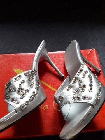 Salto para cas/festas c brilhos cor prata usado poucas vezes tam 35...zap * - Foto 3