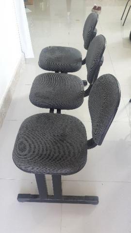 Cadeira tripla para recepção