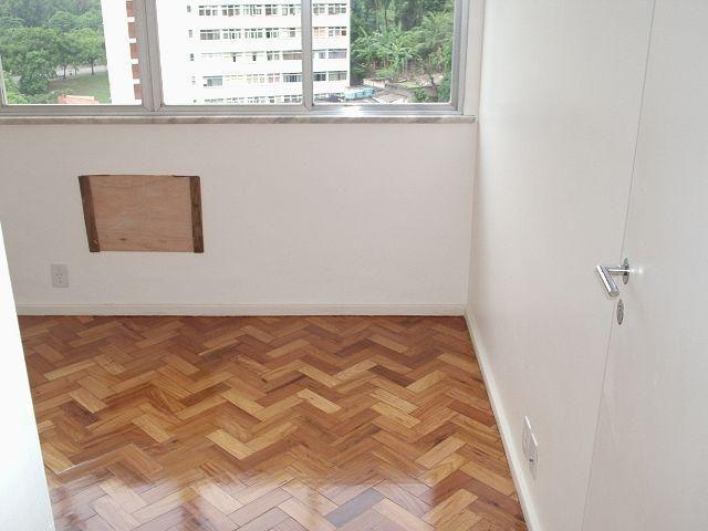 Cobertura de 02 quartos com dependencia na Rua Fonseca Teles