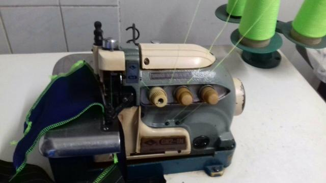 Maquina costura overloque industrial