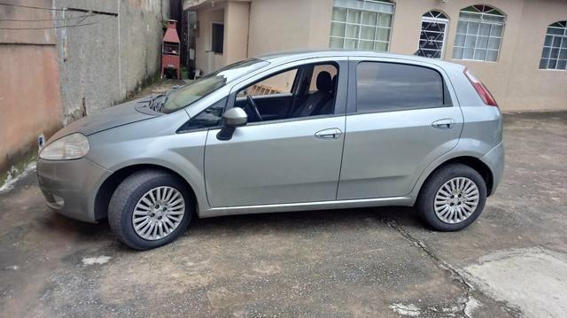 Vendo um punto 1.6 essence. carro completâo! meu Whatsapp