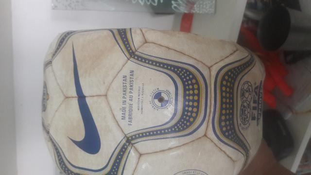Bola de Futebol Relíquia da Copa do mundo da partida Brasil x Venezuela em São luis - Foto 2