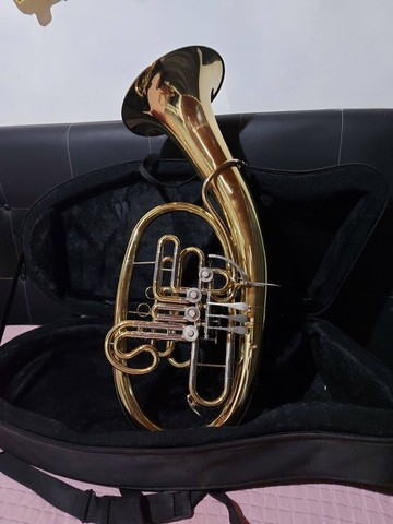 Tuba Wagneriana Suzuki Szfh-760lq Laqueada Fá/sib