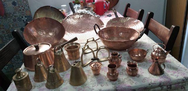 Antiguidades de cobre. Panelas, sinceros.