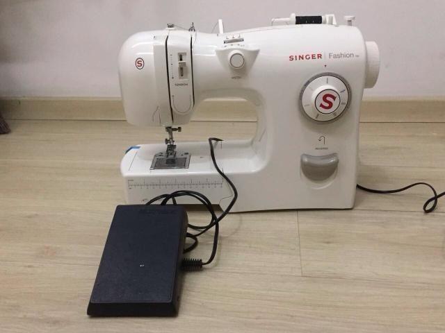 Maquina De costura Singer Fashion Domestica - Foto 3