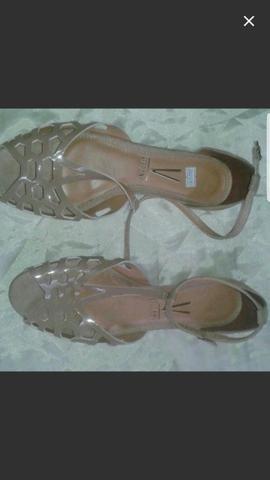 Vendo sandalia rasteira vizzano