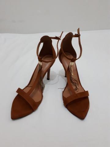 Vendo sandália de salto VIZZANO