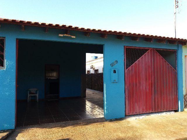 Aluga-se uma casa no Bairro Castanheira