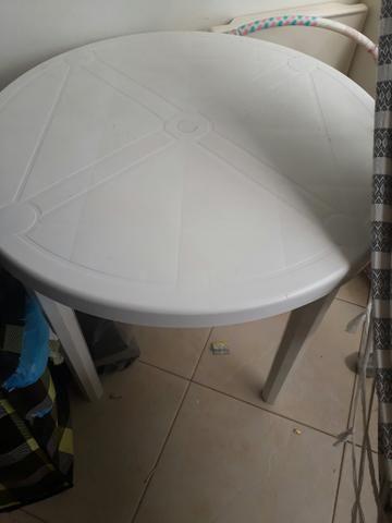 Mesa de plastico pouco usada