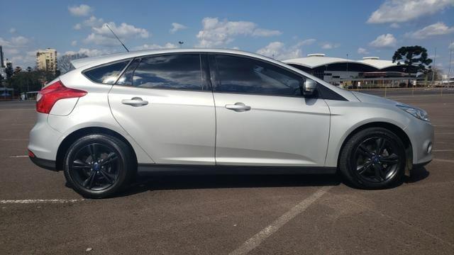 Ford Focus SE 1.6 - pneus novos - carro revisado - Foto 4