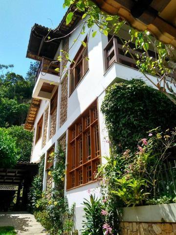 Maravilhosa casa triplex no centro de Nogueira