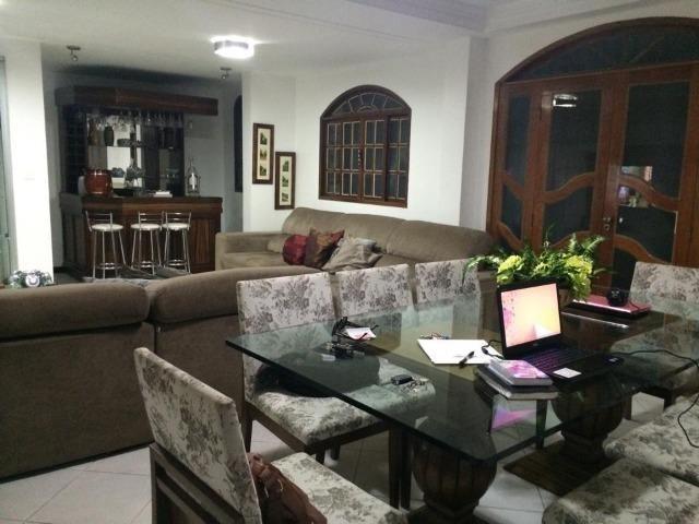 Linda casa triplex, 3 quartos, 3 vagas de garagens, Piscina e churrasqueira