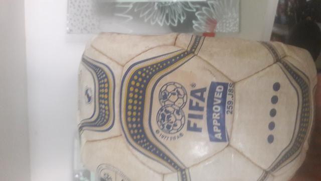 Bola de Futebol Relíquia da Copa do mundo da partida Brasil x Venezuela em São luis