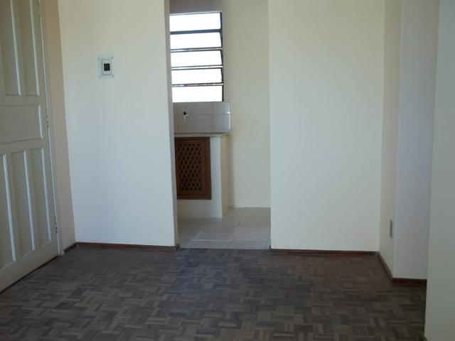 Apartamento dois dormitórios c/sacada grande, Fragata/Guabiroba - Foto 4