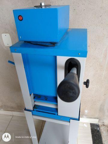 Vendo máquina de chinelo - Foto 4