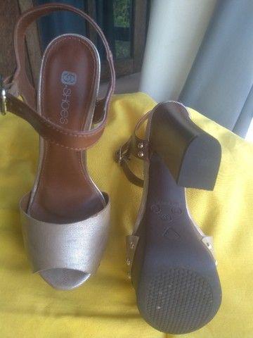 Sandálias de salto, nº 36 com desconto pra mãe sentir-se poderosa! - Foto 6