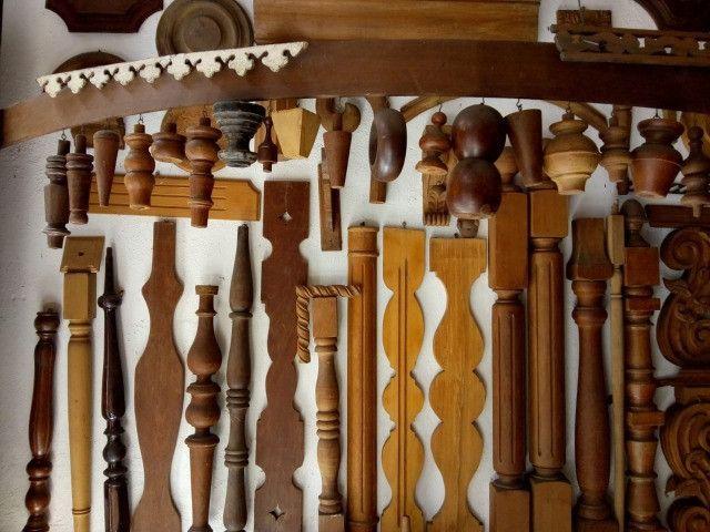 Confecção de peças de madeira torneadas