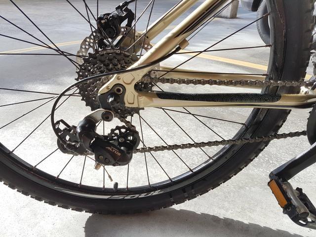 Mountain Bike Kona com sistema de freio shimano
