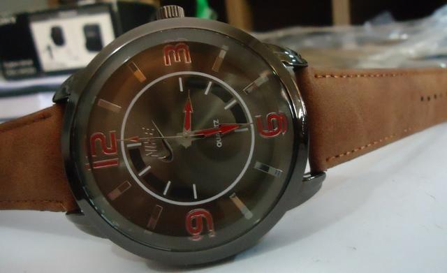 36466b26c88 Relógio Nike ou Cat Série Ouro - Prata - Black - Scuba Boss Pulseira Couro