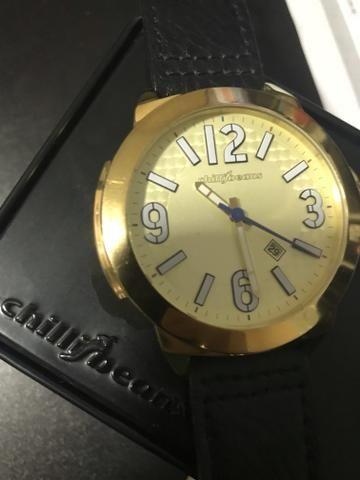 59d362d3a7f Vende-se relógio Chilli Beans Dourado Original (seminovo)