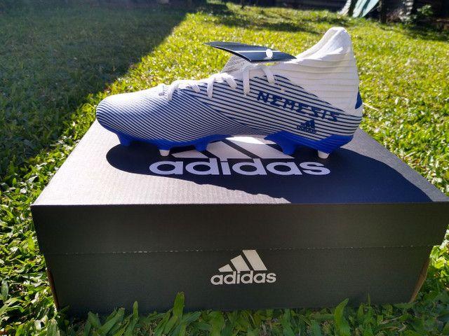 Chuteira Adidas Nemeziz 19.3 com cadarço  - Foto 3