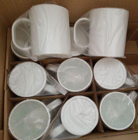 Caneca de plástico ( polímero)